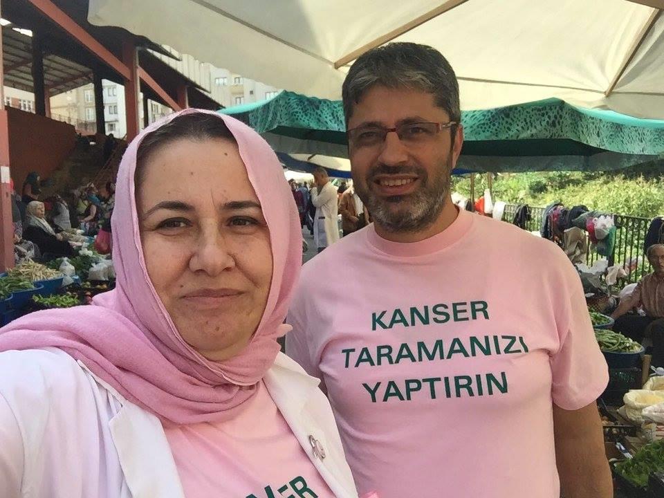 Aile Hekimleri Pembeleri Giyip Pazara Neşe Kattılar